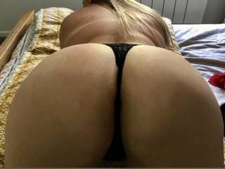 Do you like the view? ;) Want to come and fill me up? I'm hungry for cock and needs feeding!!