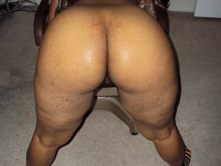 Love to hit that fine ass....mmmm
