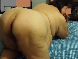 I would love to be laying under your big sexy body licking and sucking your hot sticky pussy.