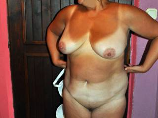 Love the tan lines and the white tits! Lovely heavy tits and great nipples. Shall I cum on this pic for you?
