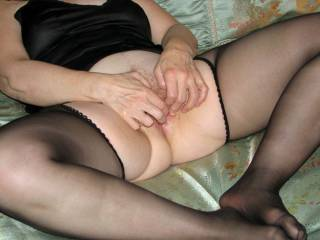 love to help you out Mona! love to use my fingers and my tongue on your lovely pussy