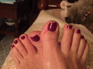 so beautiful feet, let me lick them and cum