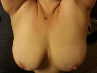 Awesome tits - just great cleavage and nice perky nipples!
