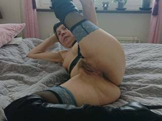 She spreads her pussy and wants to be fucked and filled with cum