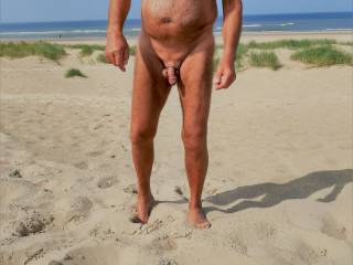 i like it to visit nude beaches to show my body to other