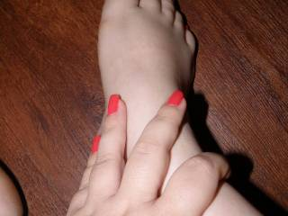id love to see more picks of your sweet sexy feet pls ;)