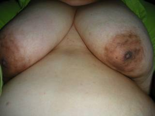 Nice breasts and big brown areolas... it looks at the video in my profile and tell me if it is exciting for you...