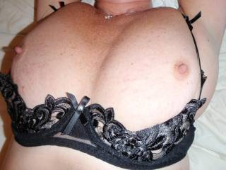 I suck your tits and your nipples ... well I can leave my hot cum, will you?