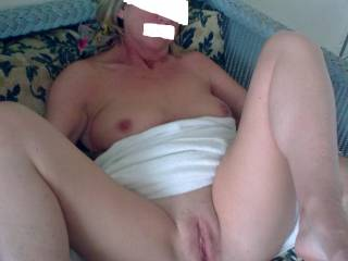 love to place my hard cock in that gorgeous pussy,fuck it good then fill it with a big load of hot cum!!!