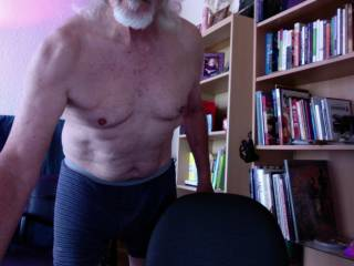 Just a photo showing my ol' bod. back in January,  Self quarantine absorbed the cut look.