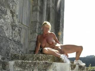 A great picture once more: Nature meets Architecture! Super-sexy, with your legs spread! And very beau...! THE WOMAN at her prime! Essential! Fine - more of these, please! (And here you are courageous; thankyou! You have a very pretty, handsome, beautiful pussy!) A kiss to you! Ciao!