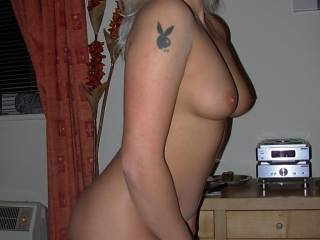 Sexy girl! She's amazing! Gorgeous body, lovely pretty face. x