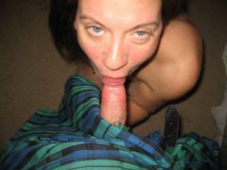 Love that toying stare as you pleasure with those soft lips. Would love to feel that tongue tantalise my cock..