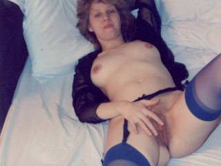 mmm, i wanna eat ur hairy pussy, i would love to feel ur hairy pussy lips around my cock and pomp u deep and hard and give u a big load of cum !