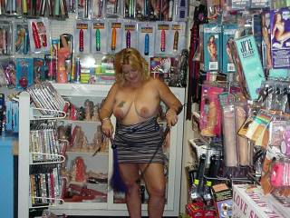 We love go to pornoshops, and also waring miniskirt with out panties, playing pool at the local billard, I love fuck several guys at one time. how I would like to meet you, kizzy Chatita