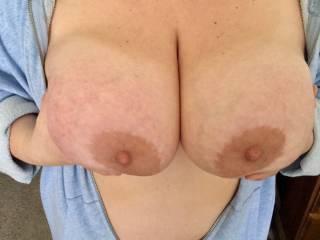 Big tits milf hotwife Would you lick ny nipples? I like that.