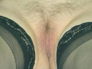 mmmm now that is a very pretty tasty looking pussy would be a delight to explore this methinks mmmmm