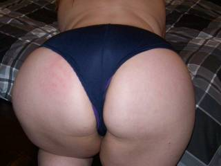 wooow love that ass babe can i help you pull does down yumm yumm
