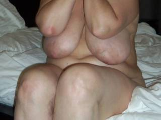 Very sexy love to play those beautiful tits mmm