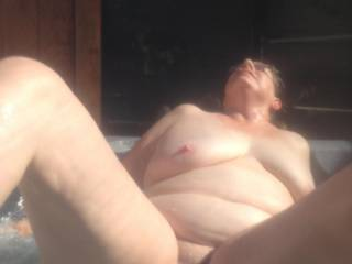 Check out her face.The pulsating jetstream of her hot-tub hits her huge clit for 15' in a row. Seconds later her whole body was trembling and shaking in ecstasy. The orgasm induced endless scream turned her O-face into the scariest grimas ever seen.