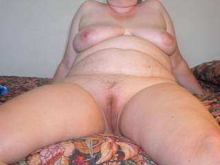 Pretty face, nice saggy tits, lovely natural plump belly and agreat looking pussy ...so sexy