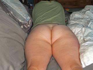 u know i would love to slide my hard cock between her ass cheeks