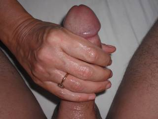 Mrs Oz gives me a great handjob with her special technique.  A guaranteed toe curler of an orgasm. A great way to start the day!