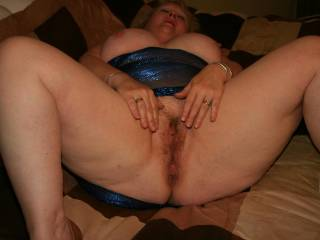 mmmmmmmmmmmmm-such a thick ass and pussy!!!!!!!-love it