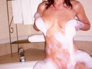 she is so hot and sexy! and her pussy looks absolutely delicious! mmmm....... lucky tub!