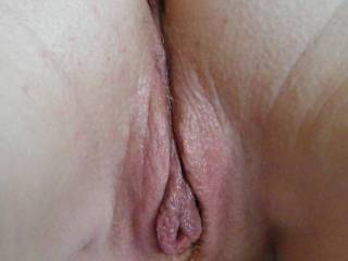 nice plump pussy lips to nibble on....