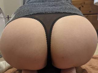 Quick bum shot showing off her fantastic figure 😉