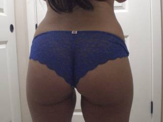 i'd love to just stroke my cock and blow my load on that sexy panty butt