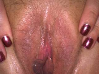 What lovely juicy pussy lips to suck on, would love to blow cum all over that pussy
