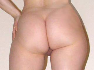 beautiful clean curvy butts .I love the flash of ur sweet pink crack ---yum