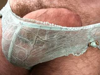 Love to play in women's panties. Especially wife's or gfs. 😀👄