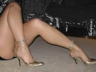 ...mmmm.... lovely long legs. would love to rub my hands along them right up to the top! Bobby XX