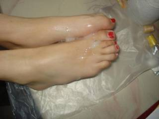 i load all my cum on her sexy feet, jusy love it. don`t you?