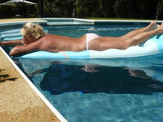 you a very hot lady what a great way to spend the afternoon tanning naked
