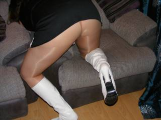 I want my hand between her legs feeling her wetness soaking through her panties and tights (well, for starters, that is!)