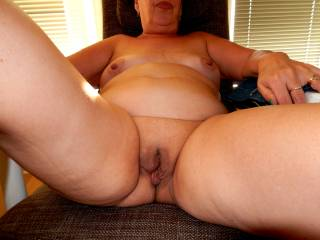 My dream fuck woman the kind of mature natural real woman's body  And a hot smooth bald pussy