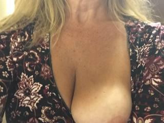 Out at a bar Saturday and flashed a tit to the bartender as a reward for the excellent he made! Let him take the pic and after his shift ended, I sucked and fucked him crazy! I love to reward great customer service.
