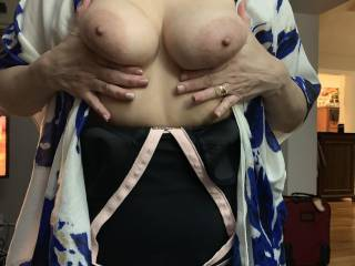 Wife loves showing her tits!