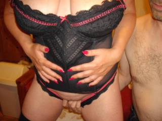 Having a little fun on cam in zoig chat, hubby couldn\'t resist playing with my pussy - do you think you could resist?