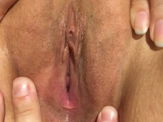 Helping my girlfriend to spread her pussy lips and exposing her