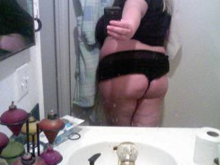 My girl sending me a pic of her beautiful ass.