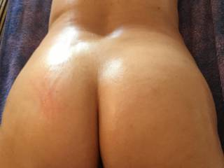 close up of my ass oiled !!!!! who want to massage me??