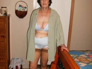 I also love mature women.They get better with age. I would love to see her naked.