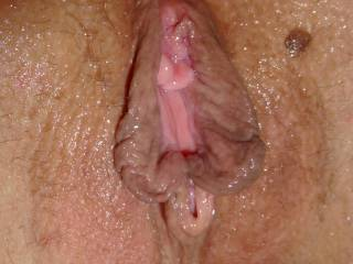 amazing big pussy lips and soo sexy wet pusyy i wish be there too licked for hours....