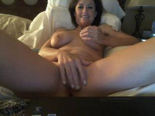 I bet your pussy feels so nice! I would love to finger your pussy too! You're gorgeous bethwife!