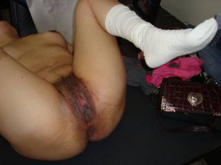pat´s sloppy hairy cunt, just fucked...see the pulsating clit?
